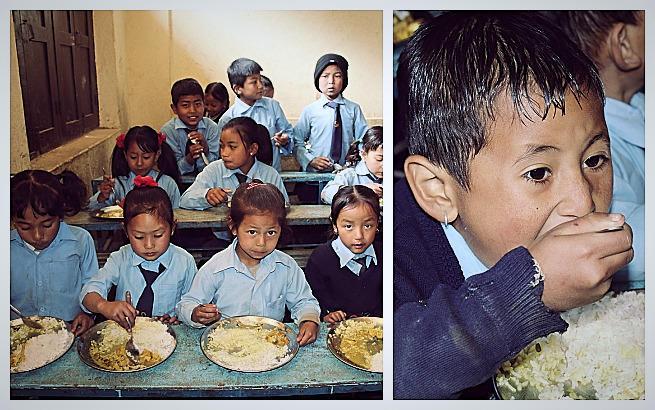 Posiłki dla dzieci z ubogich rodzin w Nepalu