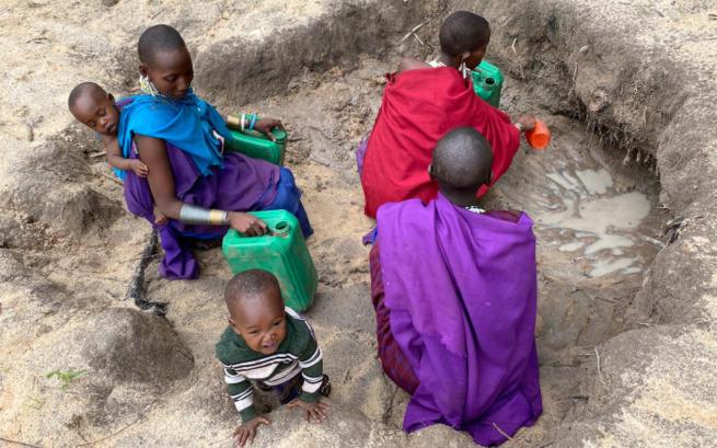 Społeczność masajska, żyjąca w wiosce Loltopez we wschodniej Afryce.