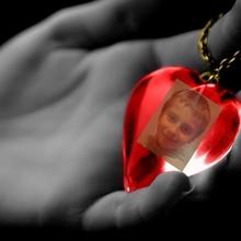 Medium 92328 dlon czerwone serce